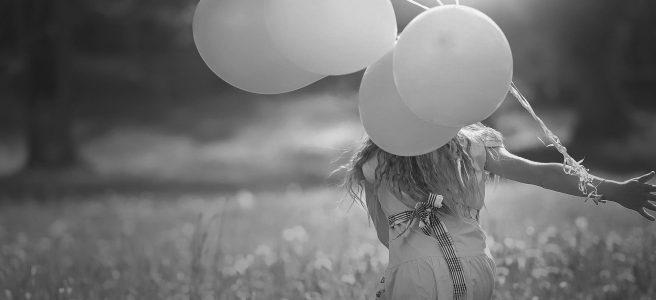 moça com balões